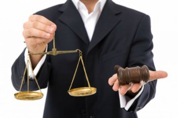 Стоит ли учиться на юриста: все за и против