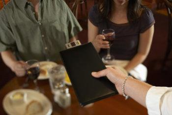 Зарплата и чаевые официанта