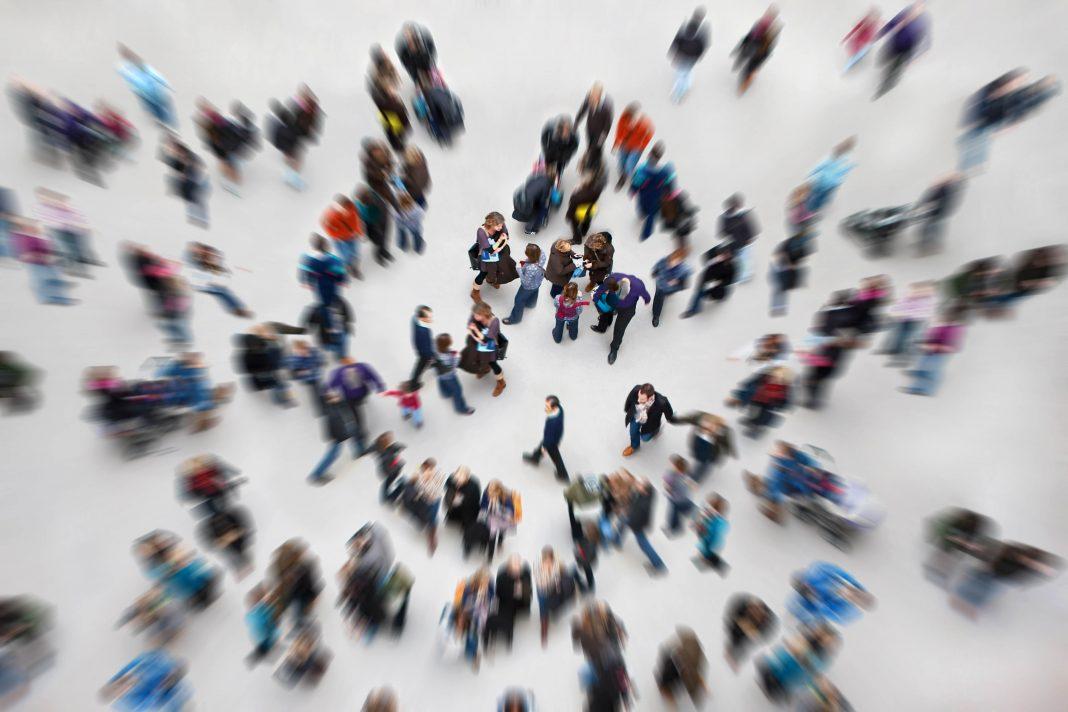 Общественная жизнь - развитие каждого члена общества посредством взаимного воздействия между социумом и индивидом