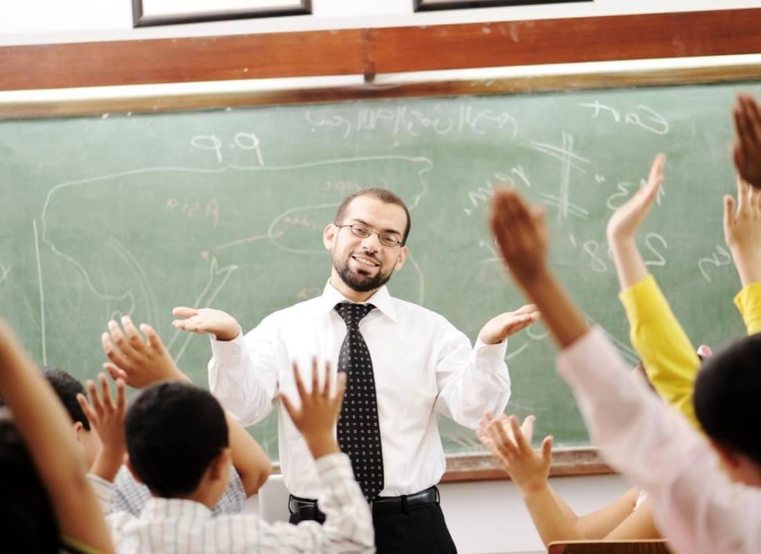Образование не ниже среднего специального