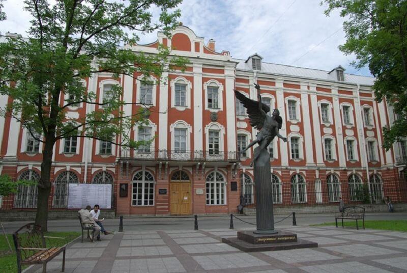 Санкт-Петербургский государственный университет в России - история и современность