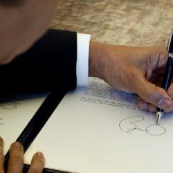 Когда и зачем обращаются за нотариальным заверением подписи на документе